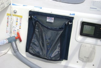 Tailbag-with-clear-face